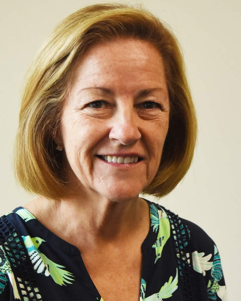 Donna Ennis : Business Manager
